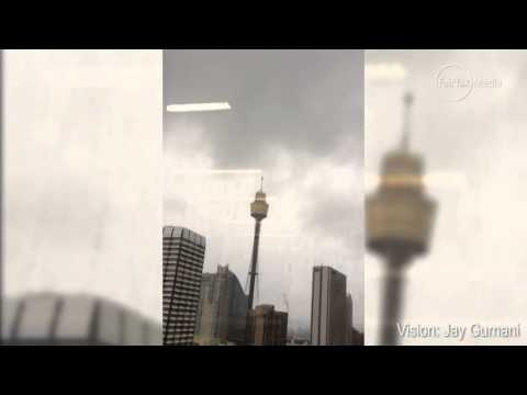Lightning strikes Centrepoint Tower      00:12
