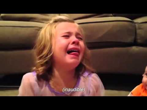 Video lucu expresi kakak menangis karena adik bayi
