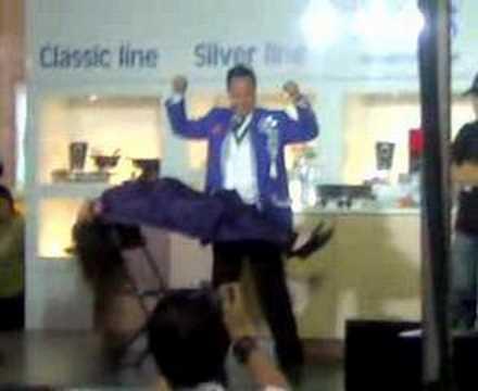 magic trick in  glorieta mall, makati