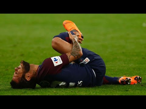 Dani Alves will have race to recover from knee injury before World Cup