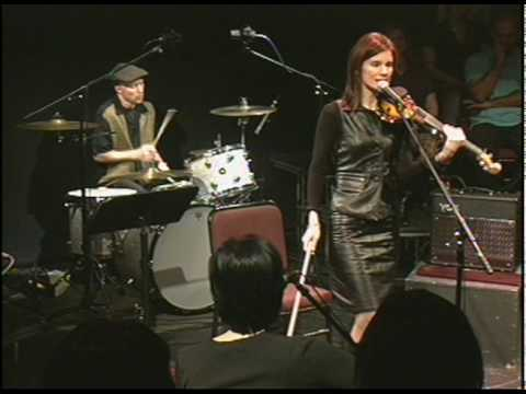 """10,000 Maniacs """"Can't Ignore the Train"""""""