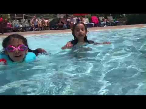 Violet y Melody Flores en Orlando Florida