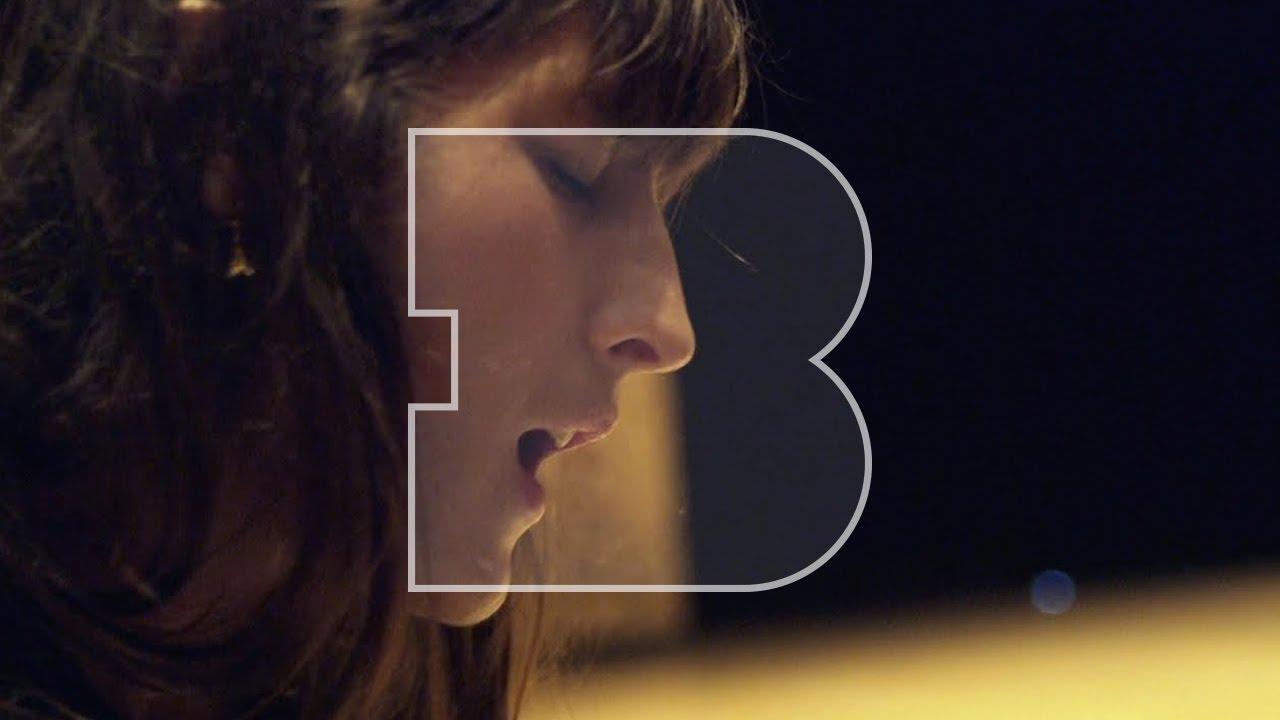 Download Juliette Armanet - L'Amour en Solitaire & Sous la Pluie | A Take Away Show