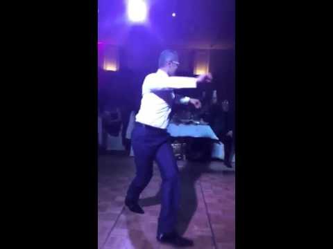 رجل يرقص احسن من راقصة thumbnail