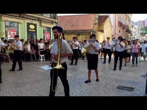 Filarmónica  Adriano Soares (  de Torre de Vilela)  na  Procissão solene  da  Rainha Santa