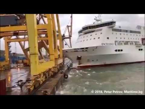MV Excellent collision APM TCB Barcelona