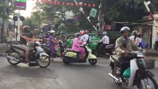 Flow of traffic through a random uncontrolled intersection in HCMC Vietnam
