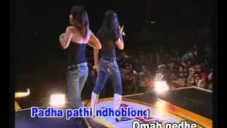 """ ANOMAN OBONG "" KEN AROK live show..Mamiek Melani"