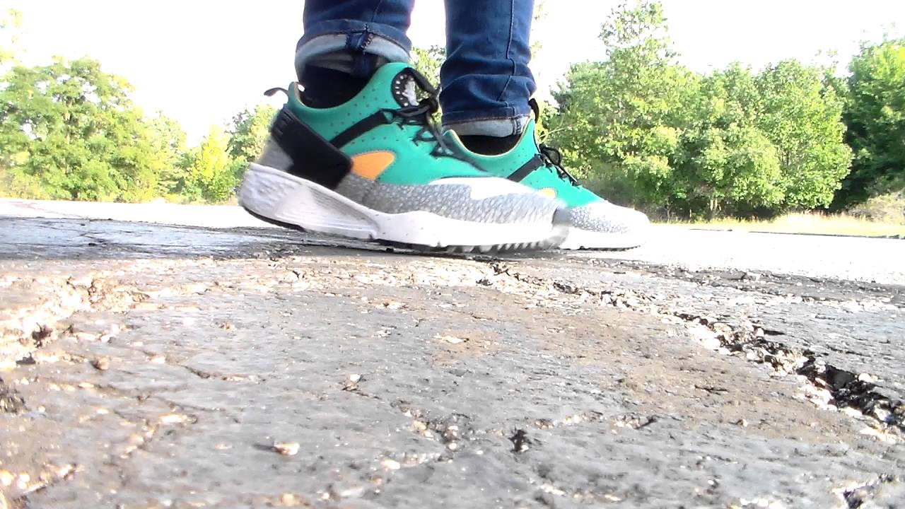 orden A veces cadena  On Foot: Nike Air Huarache Utility Safari Premium green/yellow/white -  YouTube