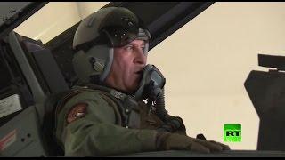 """بالفيديو.. وزير الدفاع العراقي يقود """"إف-16"""" ويقصف داعش"""