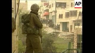 Video Palestinians throw stones at Israeli tanks download MP3, 3GP, MP4, WEBM, AVI, FLV Oktober 2018