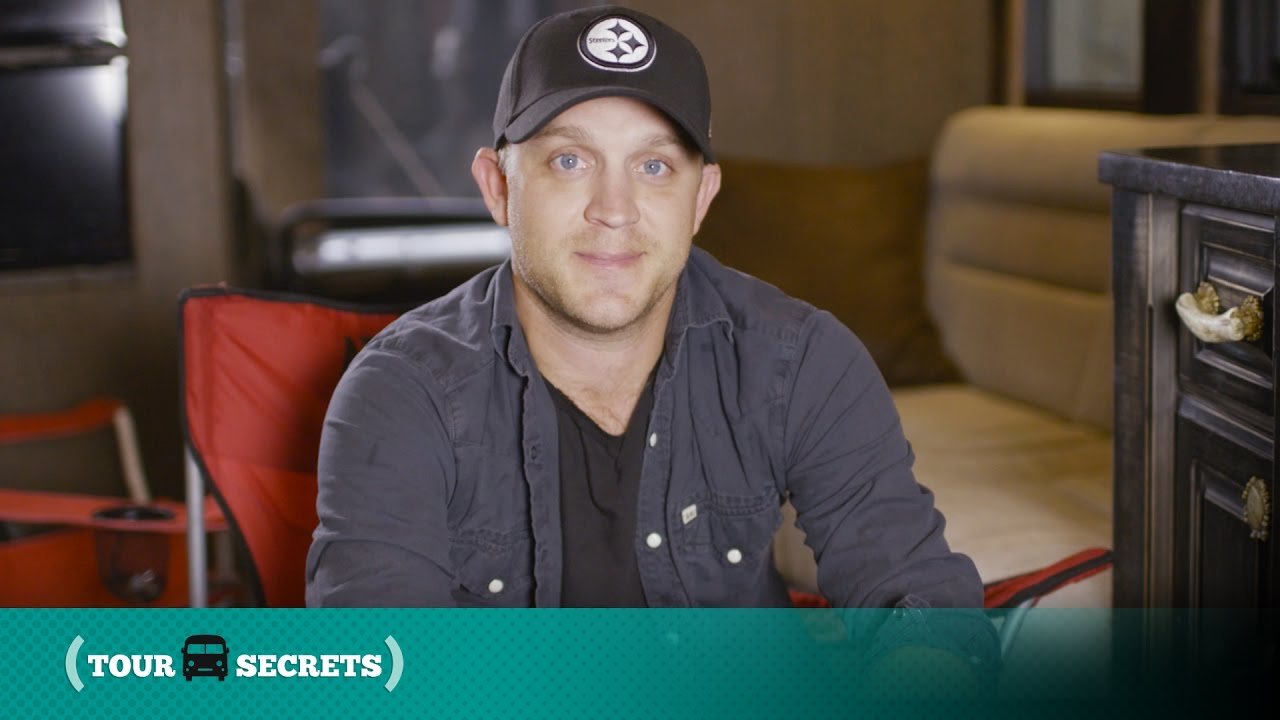 You Wont Believe How Many Tvs Justin Moore Has On His Tour Bus