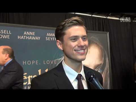 Les Miserables   Aaron Tveit,Hugh Jackman纽约首映红毯采访BWW