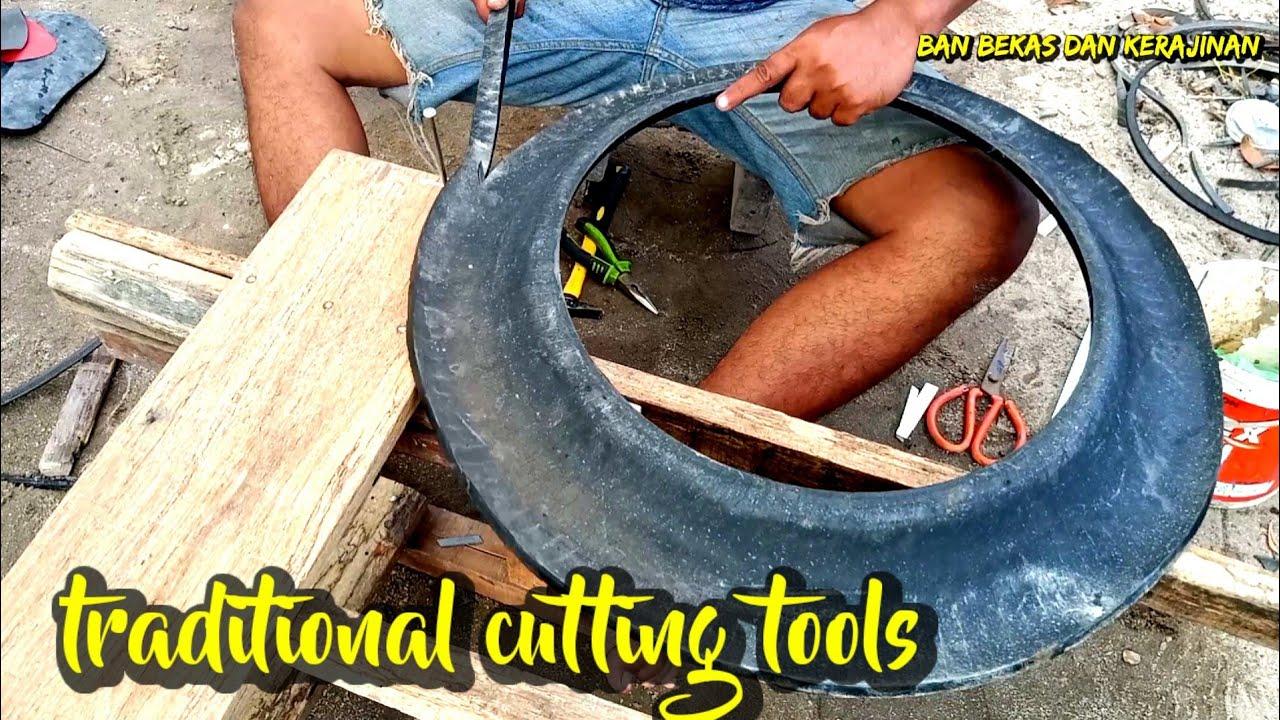 alat potong ban dengan sendok makan (cut tool tire with a tablespoon)