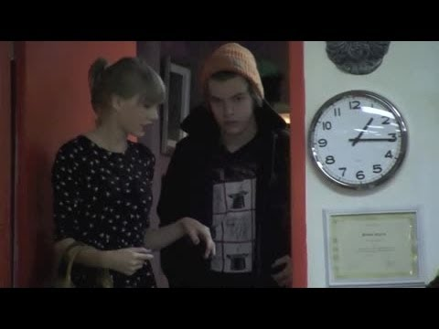 Harry Styles Disses Taylor Swift in Concert | Splash News TV | Splash News TV