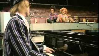 Elton John - 25/12/1977 - BBC Morecambe & Wise - Shine On Through