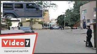 الروائى أحمد ناجى يغادر قسم بولاق أبو العلا بعد الإفراج عنه