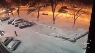 Смотреть видео Убийство кикбоксера в Москве попало на видео онлайн