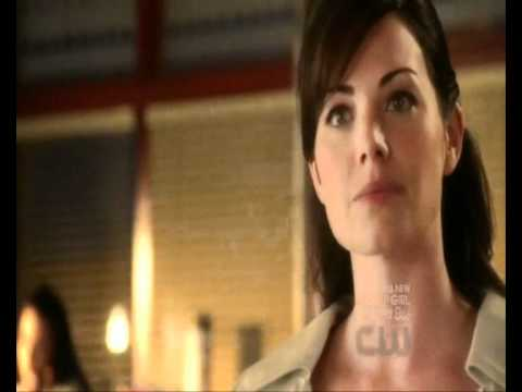 Smallville - 10x05 - Isis - Cat Grant interupts Clois at the Daily Planet