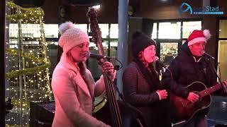 Supertrio The Package speelt kerstmuziek in Marsdijk
