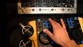Tocando con la hercules dj control air+Traktor  scratch pro 2(hot cue session)