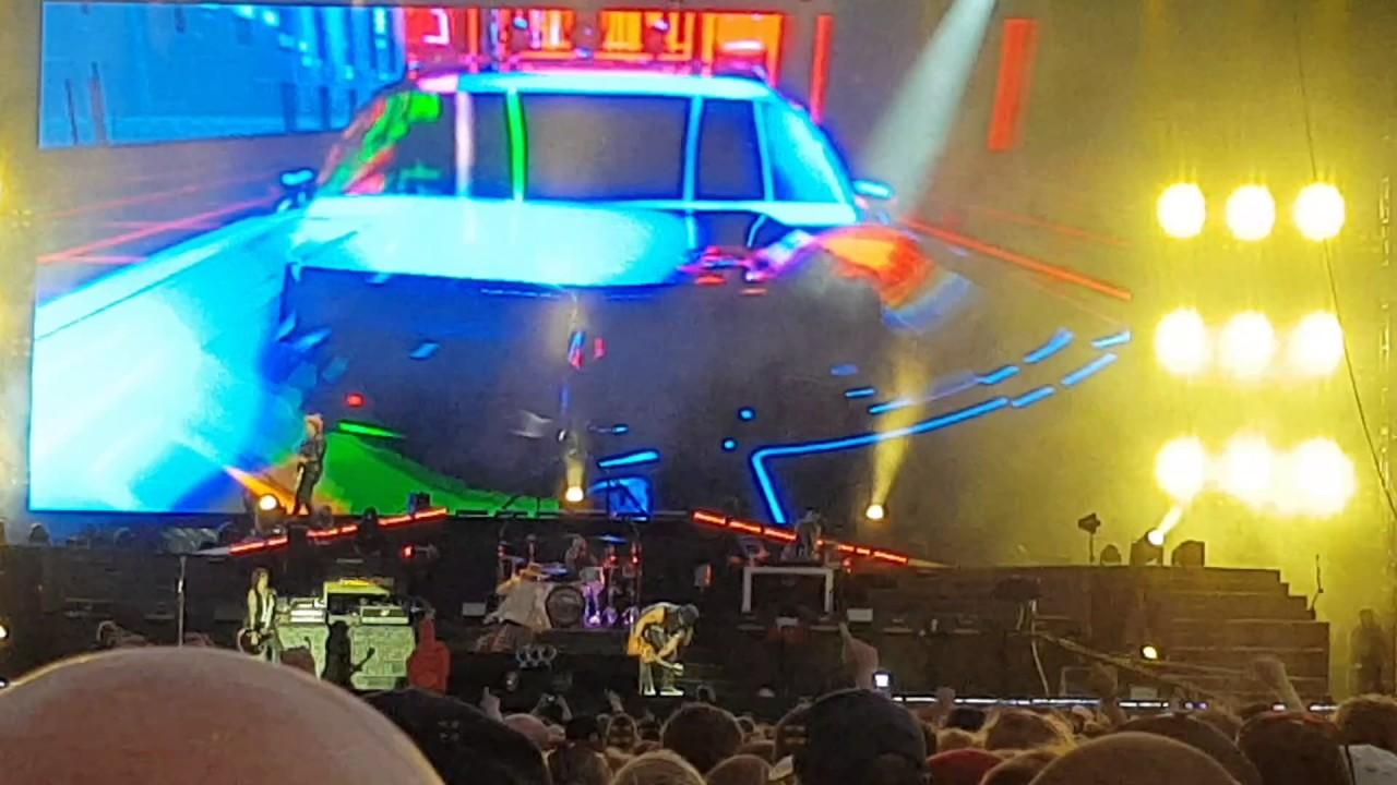 Out Ta Get Me - Guns N' Roses live @ Hämeenlinna, Finland 2017 - YouTube