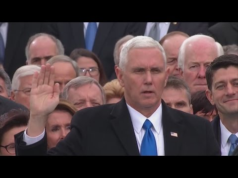 Mike Pence is sworn in as the 45th Vice President of the United States - 동영상