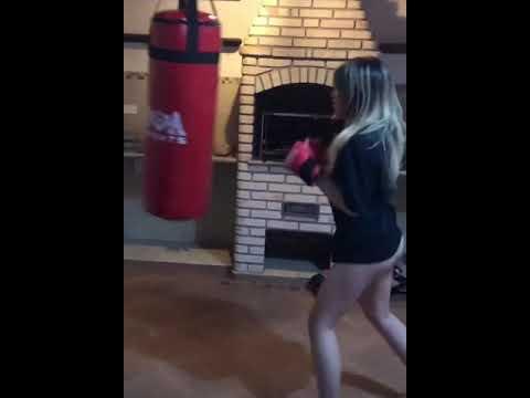 Mc Melody Lutando Boxe