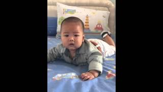 Funniest baby ever !!!! Dom-dom