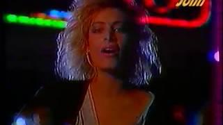 Download lagu Τα κορίτσια ξενυχτάνε - Αλέξια (Video)