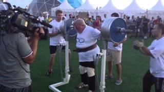 Дикуль в Парке Победы присел со штангои 240 кг