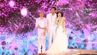 """Việt Hương khóc nấc và """"đứng không nổi"""" trong liveshow kỉ niệm 20 năm - Tin tức của sao"""
