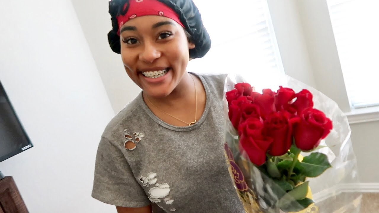 SURPRISED GIRLFRIEND WITH ROSES!!!