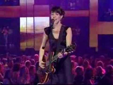 Feist - Mushaboom (Live At The 2005 Juno Awards)