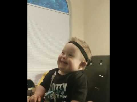 Eric Hunter - Adorable Toddler Loves His Bubbles