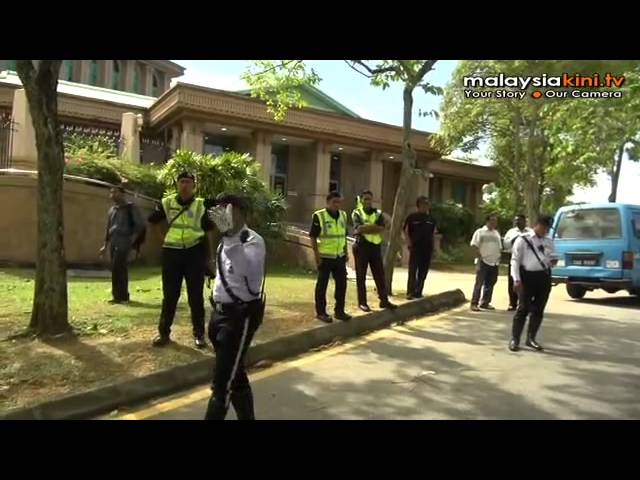 Ex-estate workers occupy PM's Office Travel Video