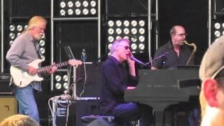 Bruce Hornsby 2011-5-29 White Wheeled Limosene [HD]