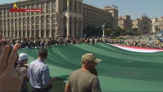 В центре Киева развернули огромный флаг Ичкерии