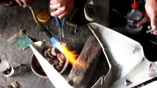 स्कूटरलाई प्लास्टिक सर्जरी गर्ने व्यक्ति | Repair bike and scooty with cheap cost | second hand bike