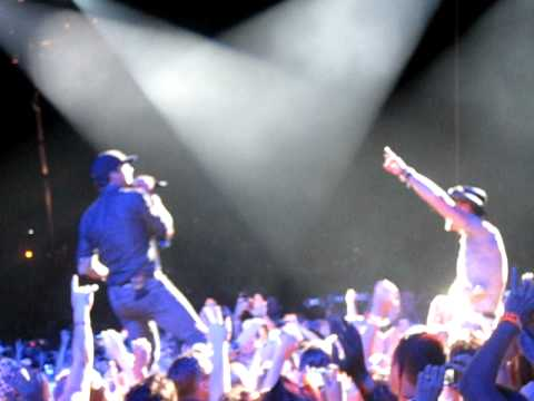 Luke Bryan serenades Tim McGraw with the song