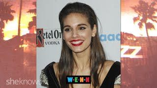 Repeat youtube video Reign's Caitlin Stasey on Being Gay and Hating God - The Buzz