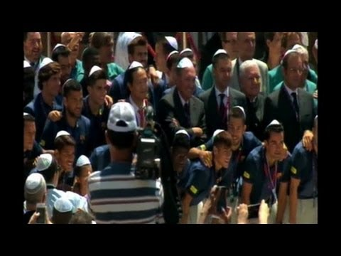 "Barcelona players visit ""Wailing Wall"" in Jerusalem"