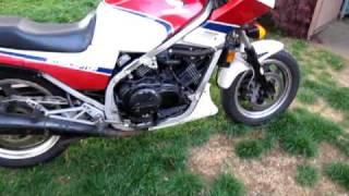 Honda VF700F purring.MOV