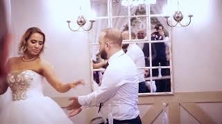 Четыре свадьбы одного ведущего. Найди отличия!