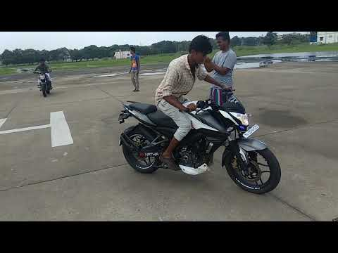 NS 200 stoppie and stunt