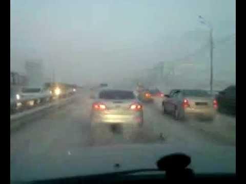 Авария октябрьский мост 2011-12-15 10.00.46