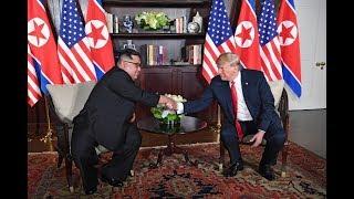 ✅ Donald Trump y Kim Jong-un inician cita con histórico apretón de manos en Singapur