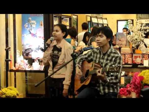 Andira and riqo singing Kartunet theme song