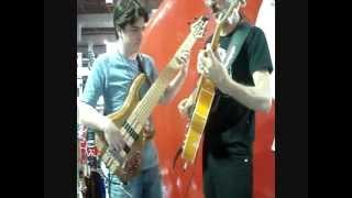 Mazin Silva e Caio Fernando no estande da Tagima(Expomusic 2011)