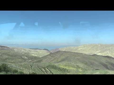 ירדן וים המלח - 'הסוס של חוסיין' כפ שנראה מהצד הירדני, בדרך למצד מכוור